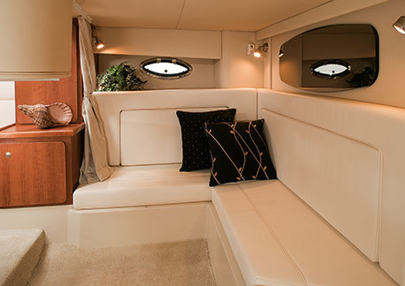 com_yacht_movies_intextgalleries_300_interior_aftsettee