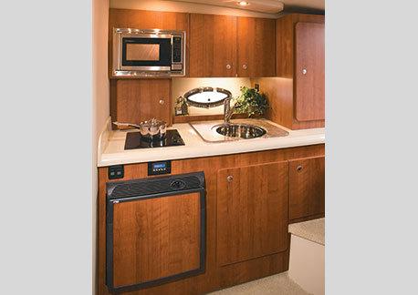 com_yacht_movies_intextgalleries_300_interior_galley