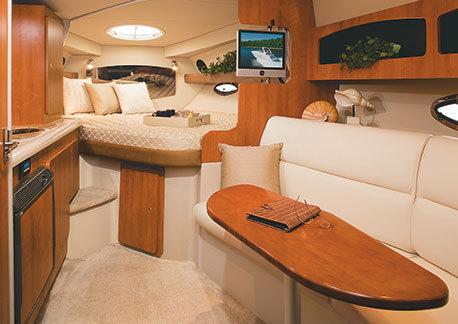 com_yacht_movies_intextgalleries_300_interior_salon