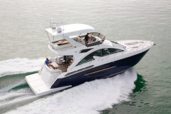 2018 - Cruisers Yachts - 54 Fly