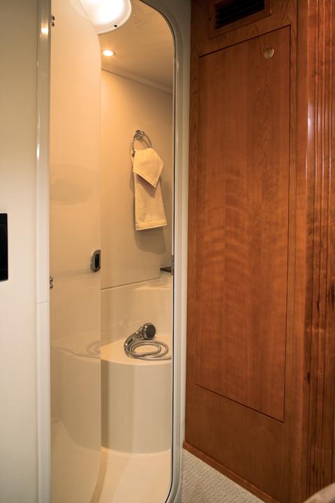 l_415_fw_shower_lr