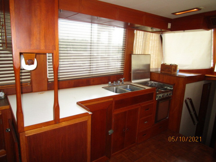 l_25_2780261_49_grand_banks_galley1