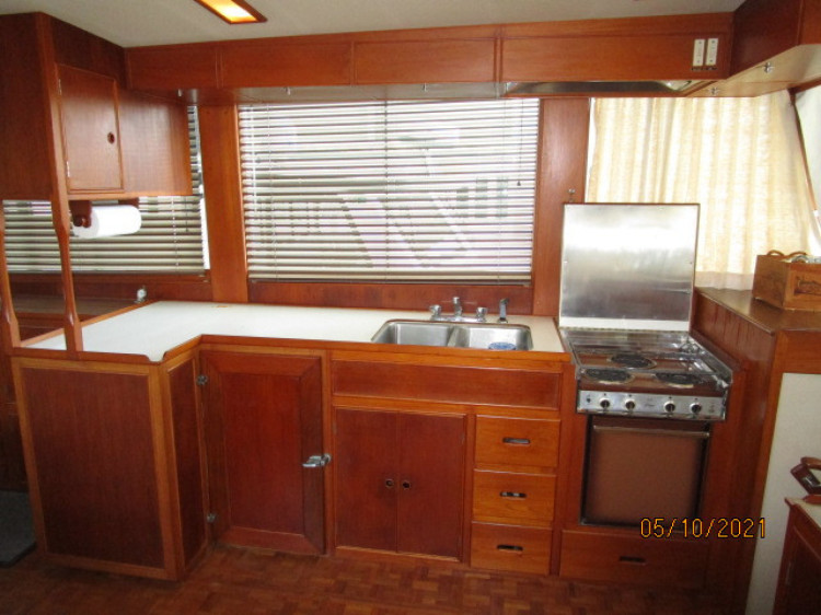 l_26_2780261_49_grand_banks_galley2