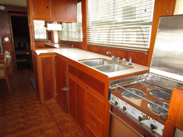 l_27_2780261_49_grand_banks_galley3