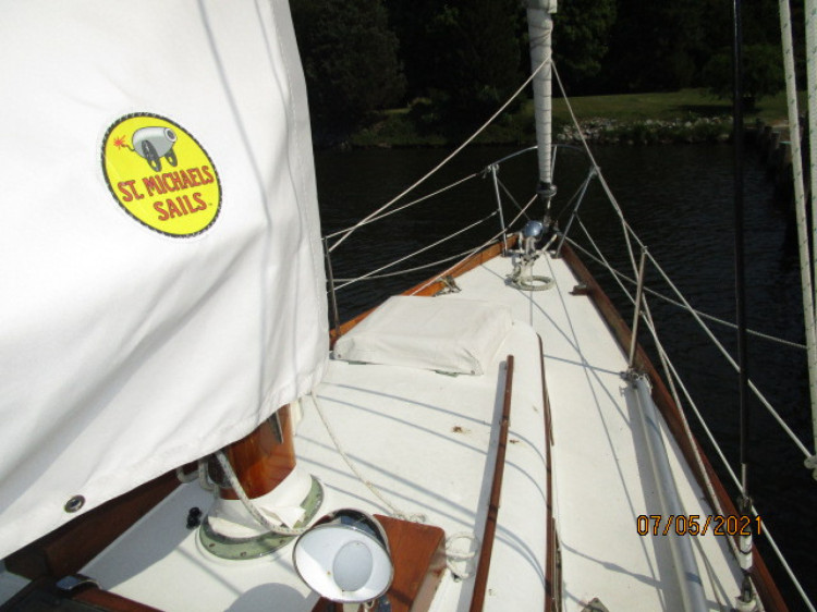 l_6_2780809_36_cheoy_lee_sigma_foredeck