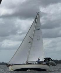 33' Tiara flybridge