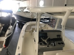 2019 - Boston Whaler Boats - 270 Dauntless