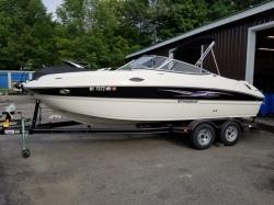 2011 - Stingray Boats - 215LR Open Bow