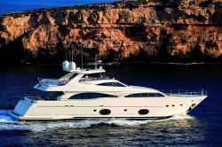 2014 - Ferretti Yachts - Custom Line 97-