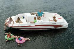2010 - Glastron Boats - GT 215 Deckboat