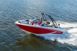 2018 - Glastron Boats - GT 207