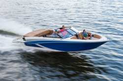 2018 - Glastron Boats - GT 225
