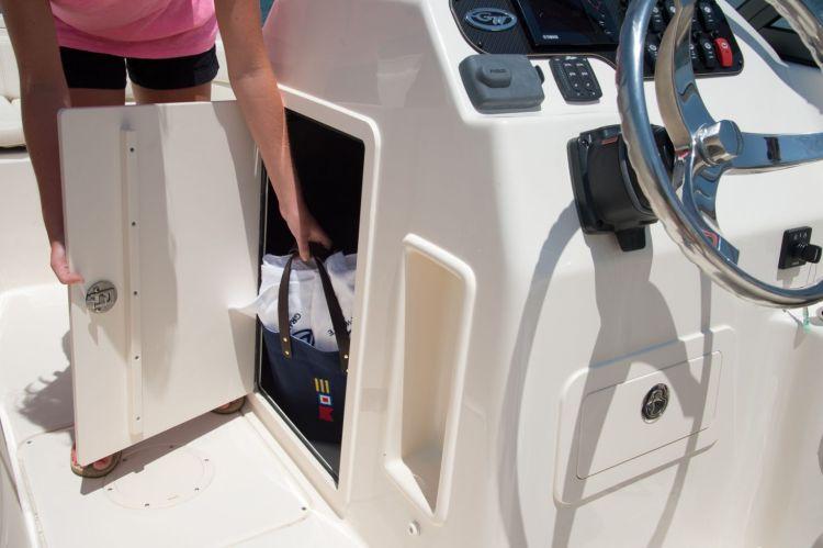 l_2_cockpit__deck_storage_-_lockable_console_compartment