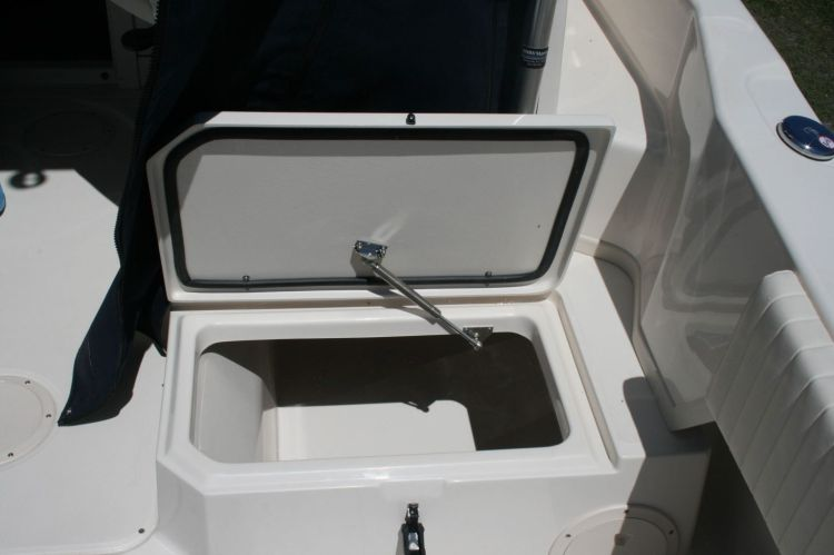 l_3_cockpit__deck_fish_box_-_158_qt_starboard
