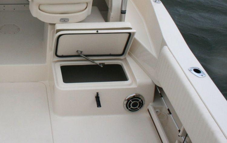 l_3_cockpit__deck_fish_box_265_qt_starboard