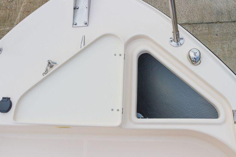 l_3_cockpit__deck_storage_-_forward_anchor_locker-01-02