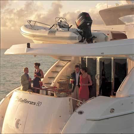 l_Hatteras_Yachts_80_MY_Sky_Lounge_2007_AI-234737_II-11269242
