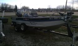 1992 - Tracker Boats - Deep V17 Console