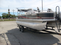 2011 - Sun Tracker by Tracker Marine - Fishin' Barge 21 Signature