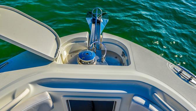 l_hydrasports_boat_windlass
