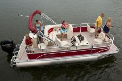 2017 - Sun Chaser Boats - 8520 4-PT EXP