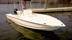 2018 - Key Largo Boats - 220 Bay Boat