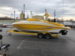 Rinker Boats 246 Captiva Bowrider Boat