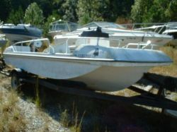 1979 Yachts 160 SI Deckboat Outboard Project Hull