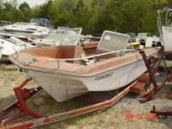 1972 MFG Boat Co. 17 Gypsy Tri Hull Outboard Hull