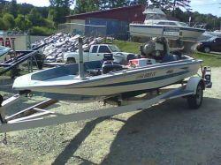 1977 Hydra-Sports Custom 168 Vee Bass Boat