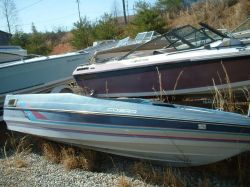 1989 1704 Cobra Bass Boat Outboard Hull