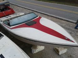 1986 Stingray SVC220 Maxim II Mercruiser cut