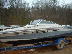 1987 192 Cuddy Cabin Cobra Cut Hull