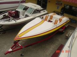 1990 Shawdow Ski Boat 200 RT