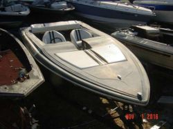 1985 Checkmate Eluder 19' Performance outboard hull