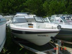 1984 Glasstream 192 BR Glasstream Mercruiser Cut Hull