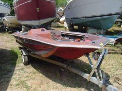 1976 Stryker 15' Fiberglass Bass Boat
