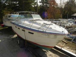 1980 310 Suncruiser twin Mercruiser 5.7 inboards