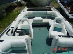 1993 Sunchaser 2300 Deckboat Mercruiser cut