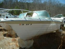 1969 18 Runabout Mercruiser 90 by Renault