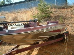1984  Super V Fish N Ski Outboard Hull