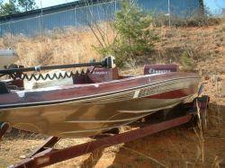 1984 Champion Boats Super V Fish N Ski Outboard Hull
