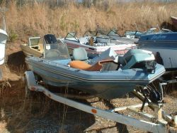 1978 175 Bass Boat Outboard Hull