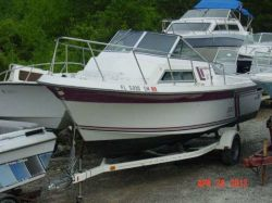 1987 Wellcraft 230 Coastal Walk Around Mercruiser 5.7