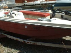 1974 17 Bass Fish Deck OB Hull
