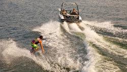 2014 - Larson Boats - LSR 2000