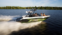 2015 - Larson Boats - LSR 2100