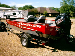 2012 - by Tracker Marine - Bass Buggy 18 Signature