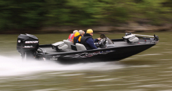 2013 - Lowe Boats - Stinger 17 HP