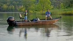 2016 - Lowe Boats - Stinger 195 Poly Camo